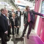 Jens Kaltschmidt, Geschäftsführer der Dosing GmbH (rechts), erläutert AiD<i>Klinik</i>®.