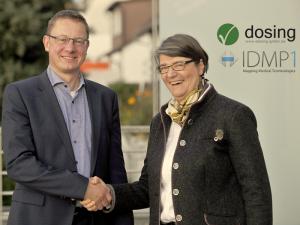 Jens Kaltschmidt (Dosing GmbH) und Ursula Tschorn (IDMP1 GmbH) freuen sich auf die Zusammenarbeit